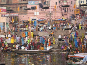 Ganges_river_at_Varanasi_2008